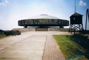 Majdanek monument